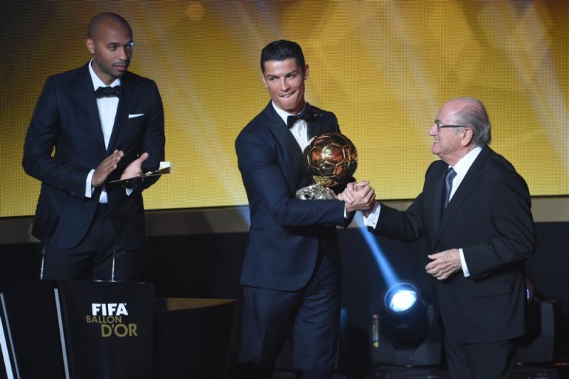 Ronaldo ontvangt de felicitaties van FIFA-voorzitter Sepp Blatter (Pro Shots / Gepa)