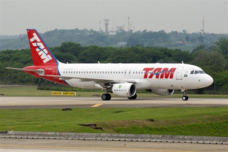 Vliegtuig maakt rechtsomkeert na bommelding