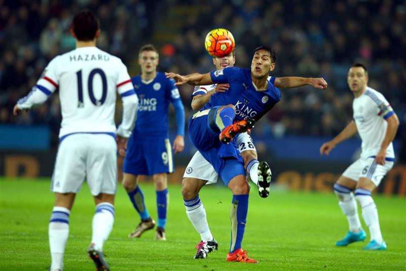 Leicester weer koploper na zege op Chelsea