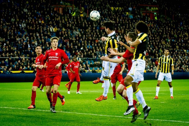 Qazaishvili (midden) opende de score in het Gelredome (Pro Shots/Ronald Bonestroo)