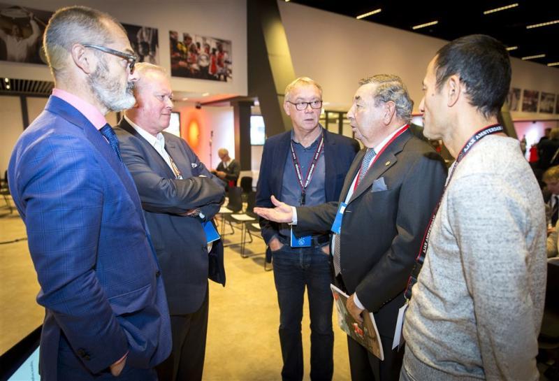 Leden Ajax unaniem achter bestuursraad