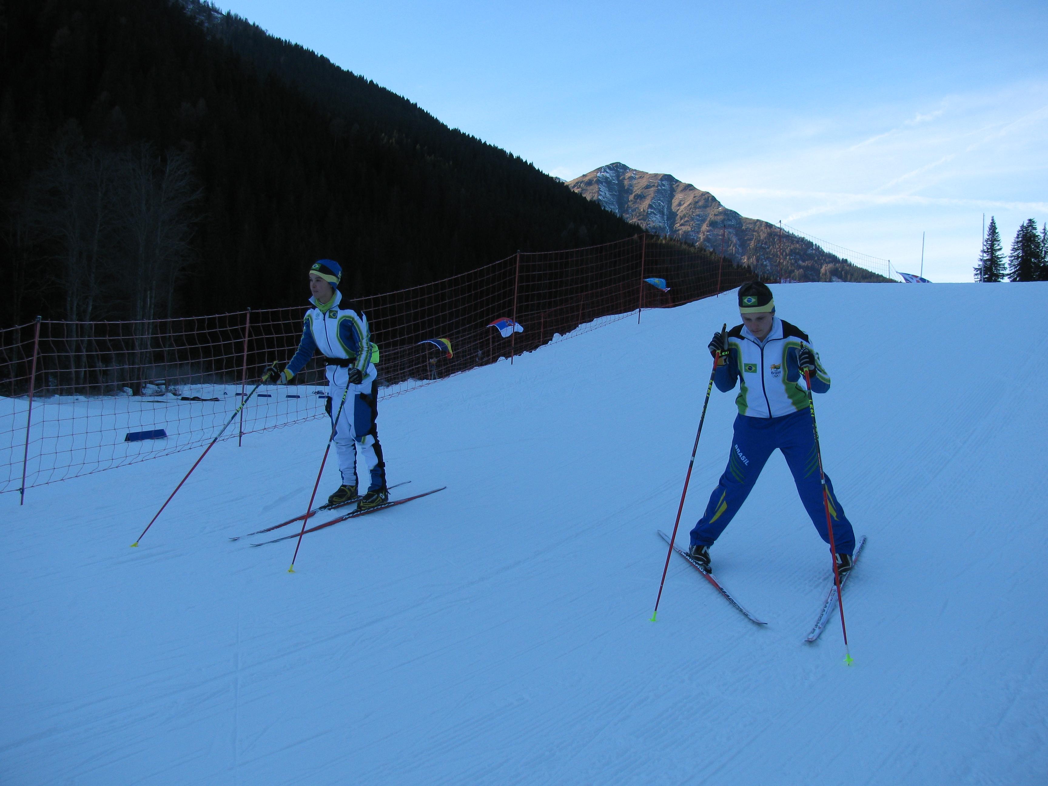 De ski's worden getest en al na vijf minuten is duidelijk dat de oude ski's het beste zijn (Foto: heywoodu)