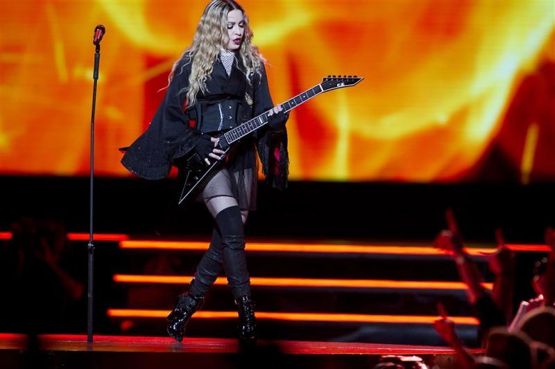 Madonna zingt verder zonder geluid en licht