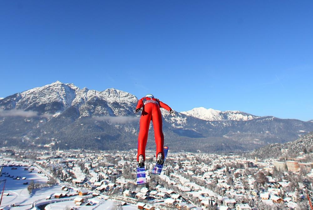 Veel Nederlanders kennen het 'nieuwjaarsspringen' in Garmisch-Partenkirchen, maar de Vierschansentournee biedt nog drie bijzonder mooie wedstrijden (PRO SHOTS/GEPA)