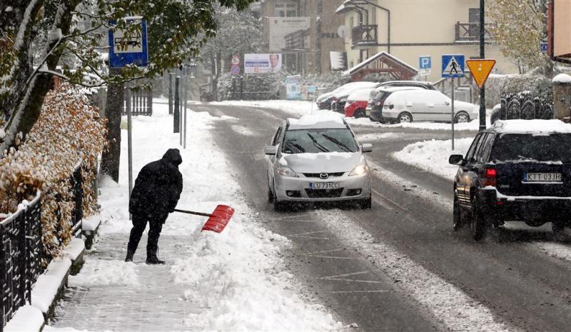 Winter eist tientallen levens in Polen