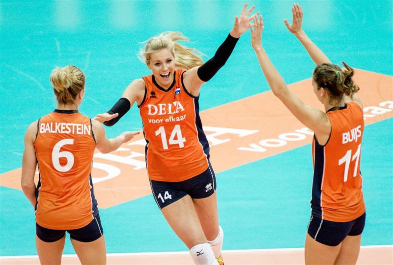 Volleybalsters in halve finale