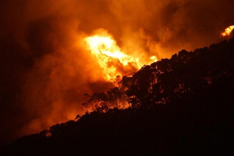 Grote bosbrand in het westen van Australië