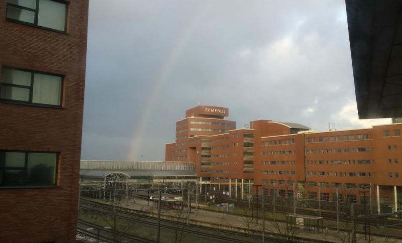 Regenboog bij station Amersfoort (Foto: bondage)