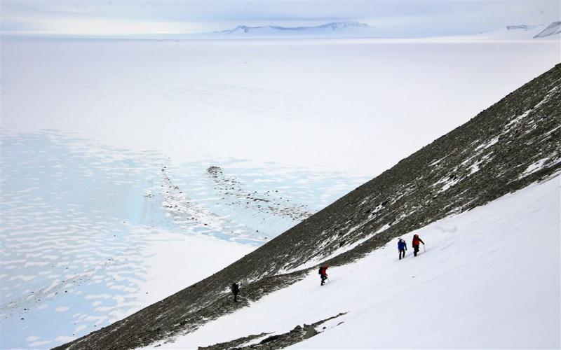 Onderzoekers ontdekken enorm ijsravijn
