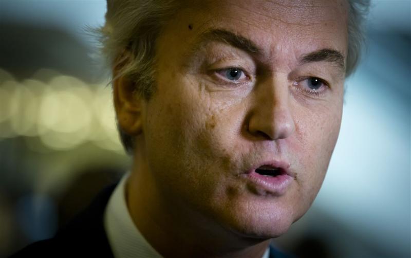 PVV deelt 'verzetsspray' uit aan vrouwen