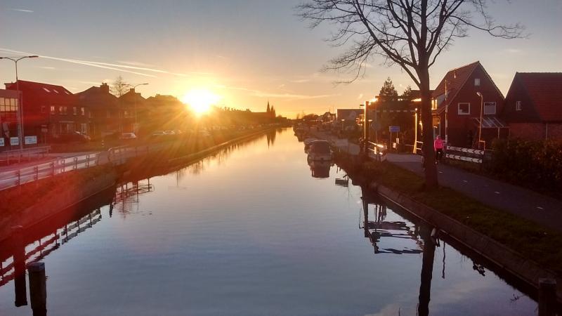 Zonsondergang tussen Den Hoorn en Delft (Foto: Robert Mans )