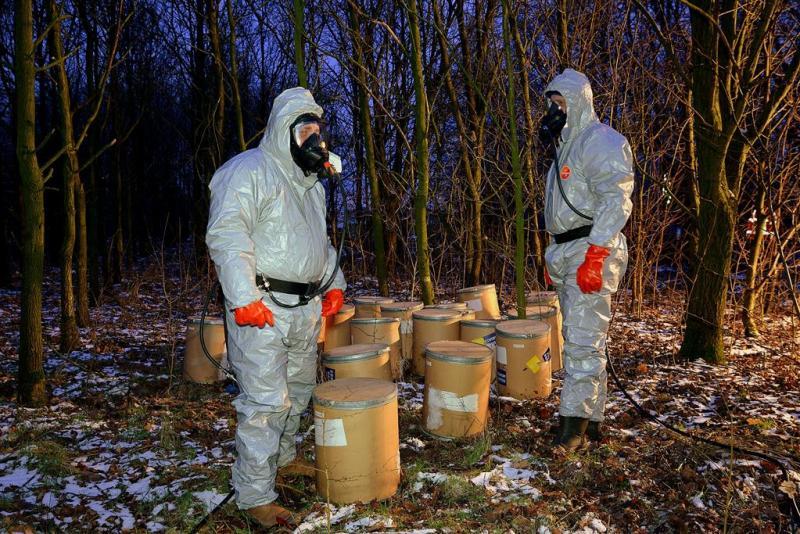 Vaten met chemisch afval gevonden