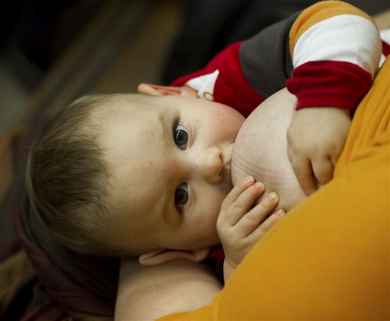 'Borstvoeding spaart 800.000 kinderlevens'