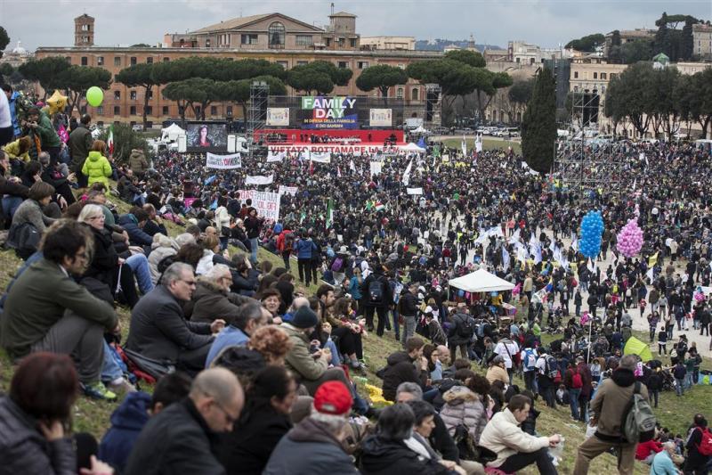 Massaal protest tegen homorechten in Rome