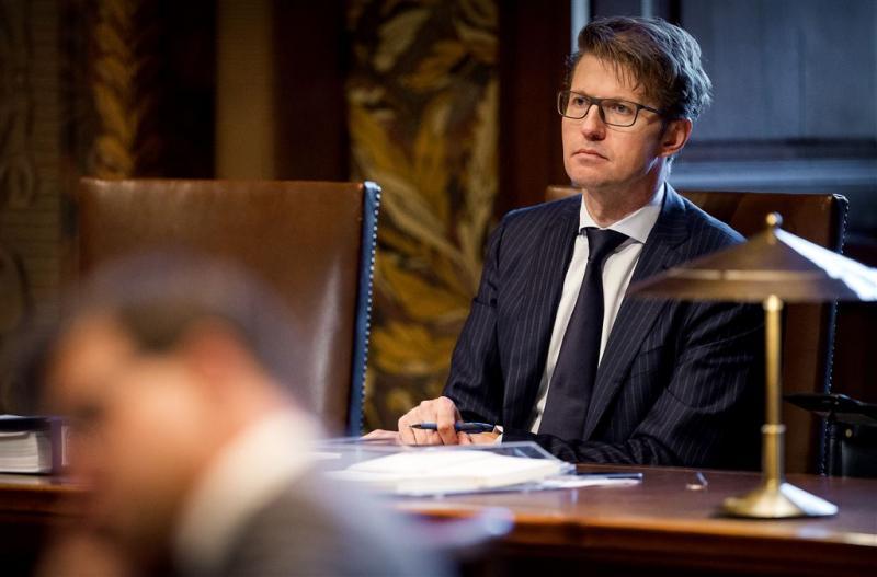 Senaat wil dat Dekker nieuwe Mediawet aanpast