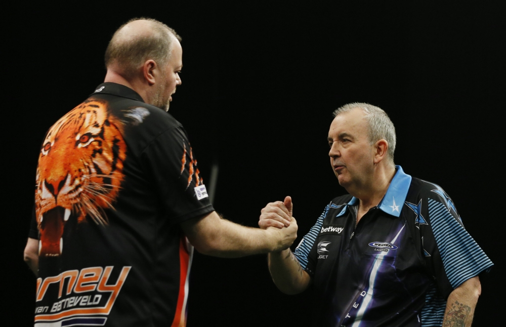 Bijna perfecte Van Barneveld hakt Taylor in de pan (Pro Shots / Action Images)