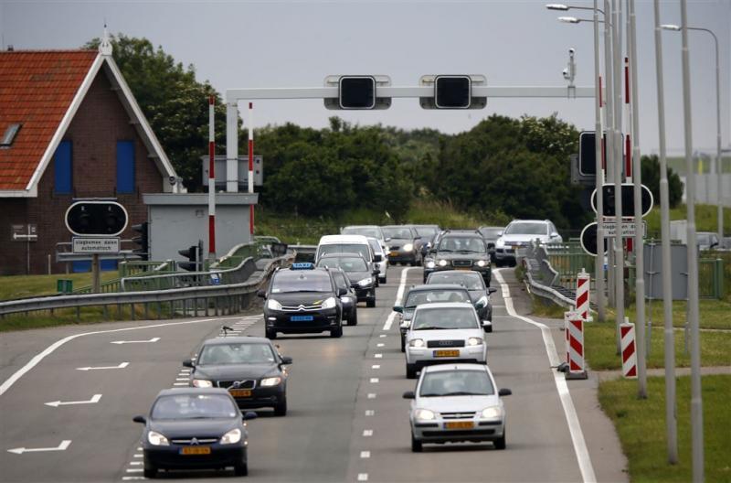 Weer file door technisch probleem Afsluitdijk