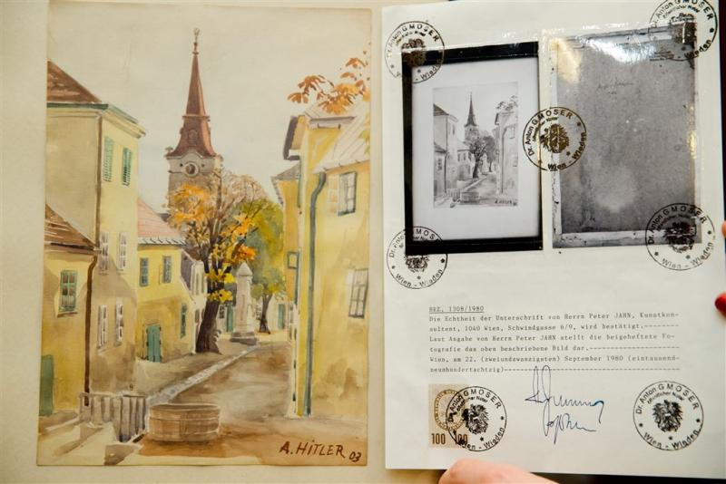 Schilderijen Hitler leveren 40.000 euro op