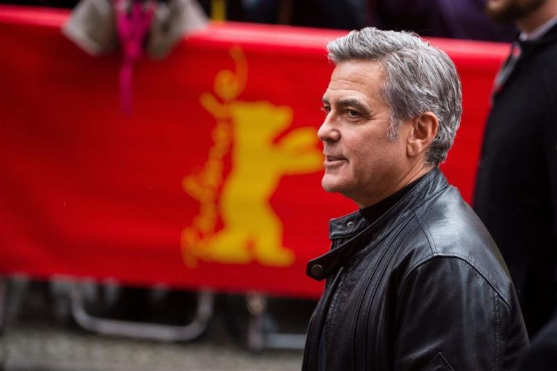 Clooney wil Merkel over vluchtelingen spreken