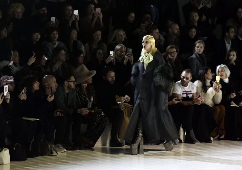 Lady Gaga loopt modeshow voor Marc Jacobs