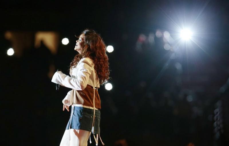 Rihanna stelt tour uit vanwege ziekte