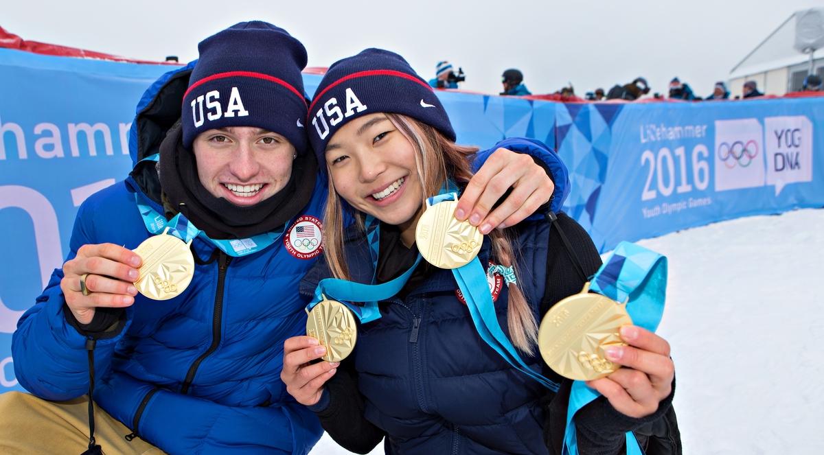 Kim en Pates, de grote gouddelvers van het snowboarden op de Jeugdspelen in Lillehammer (Foto: YIS/Arnt Folvik)