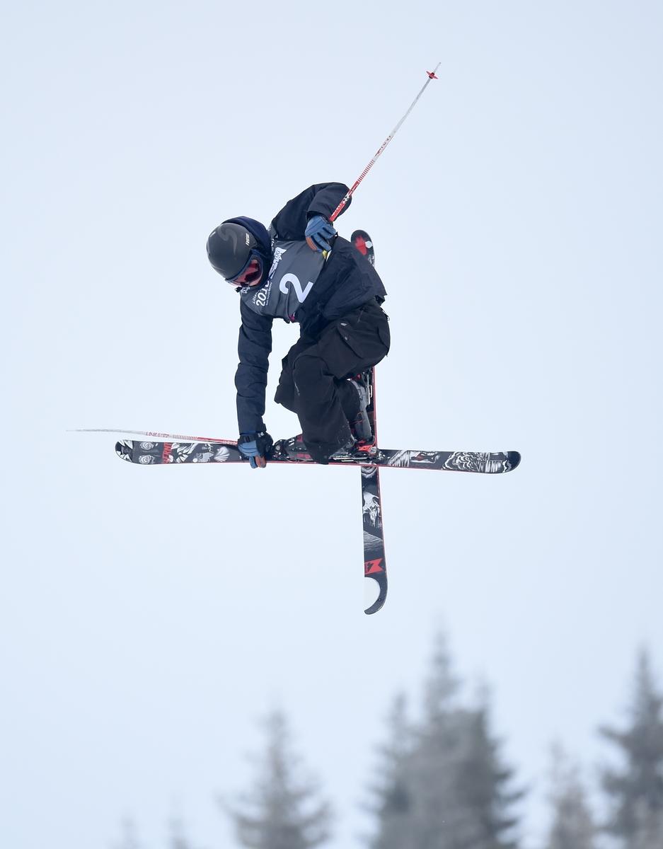Ruud vliegt over het slopestyleparcours op weg naar goud (Foto: YIS/Bob Martin)