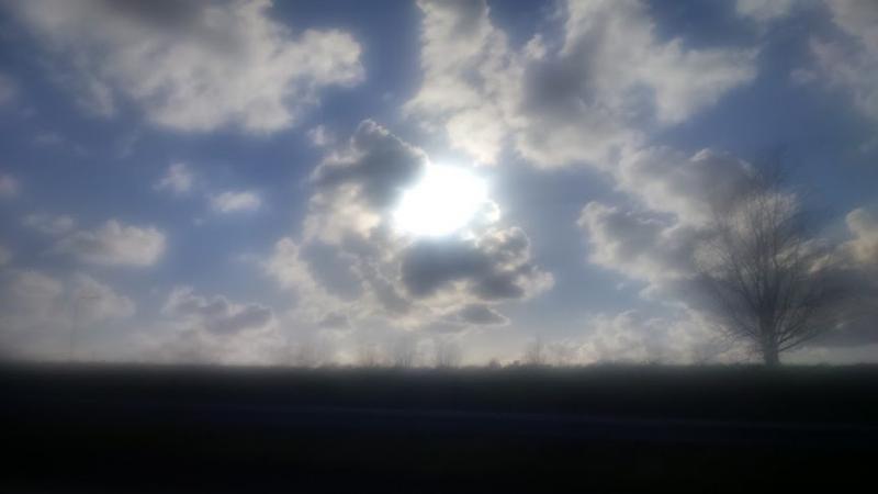 Wolken langs de snelweg A4  (Foto: DJMO)