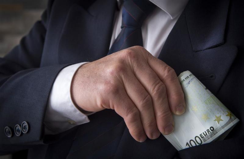 Taakstraf oud-wethouder om aannemen geld