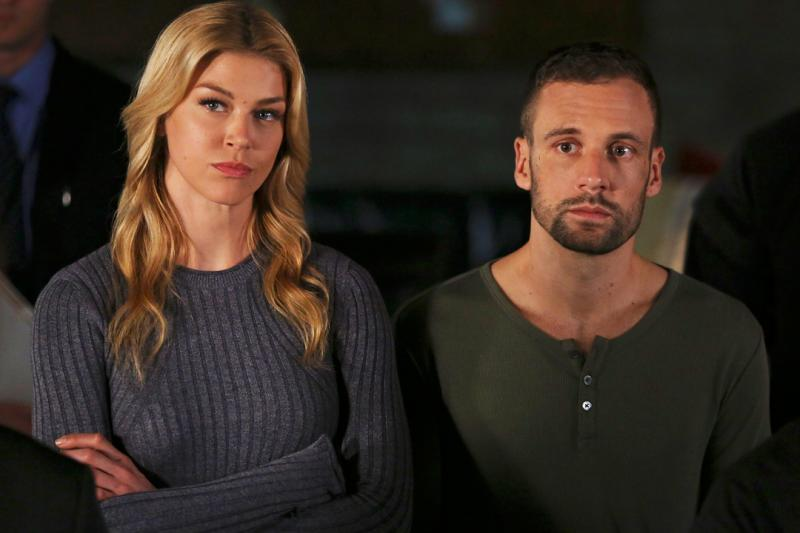 Adrianne Palicki en Nick Blood