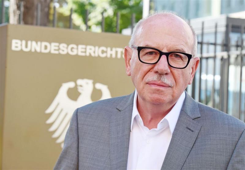 Kohl eist miljoenen van biograaf