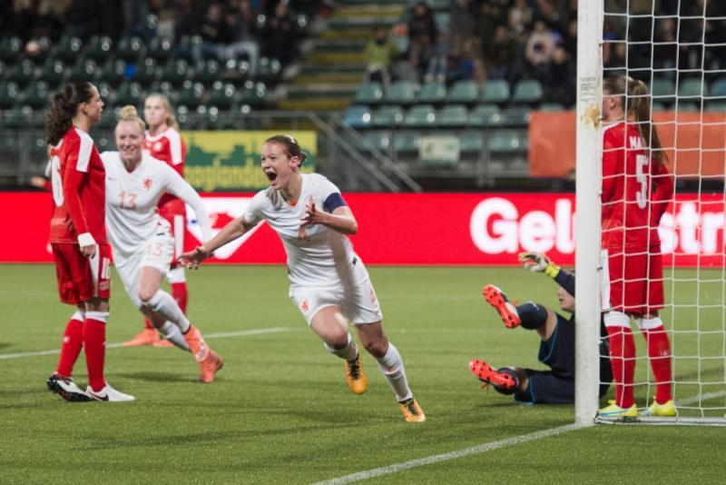 Mandy van den Berg was een van de doelpuntenmakers tegen Zwitserland (Pro Shots/Jasper Ruhe)
