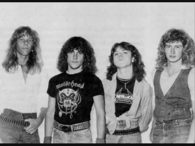 Van links naar rechts: James Hetfield, Ron McGovney, Lars Ulrich en Dave Mustaine