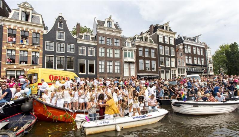'Religieboot' vaart mee in Canal Parade