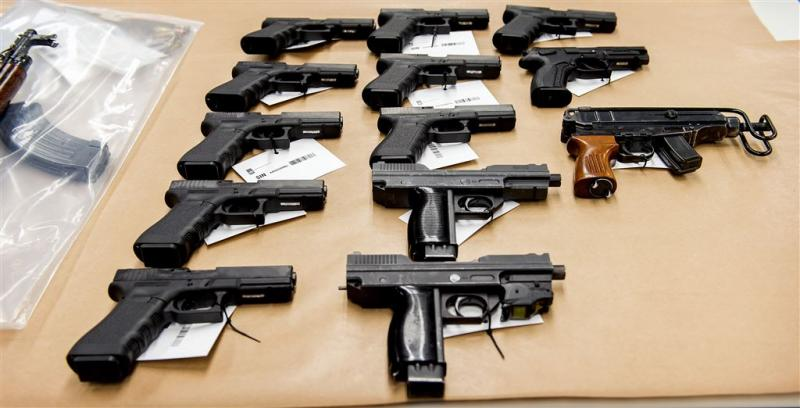 Aantal vergunningen vuurwapens blijft dalen