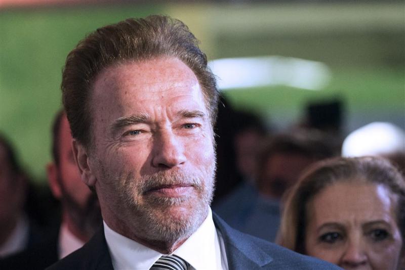 Schwarzenegger hint op The Predator-rentree