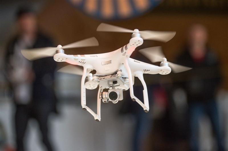 Dijksma: twee ernstige incidenten met drones
