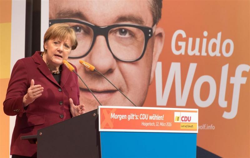 Warm pleidooi Merkel voor vluchtelingenbeleid