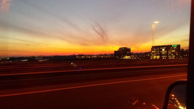 Zonsondergang op de A12 richting Utrecht  (Foto: Straatcommando)