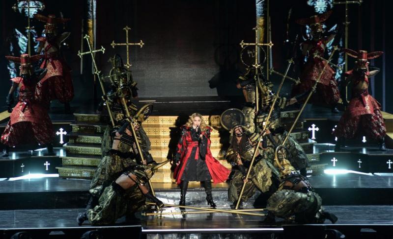Madonna toont borst van concertbezoekster