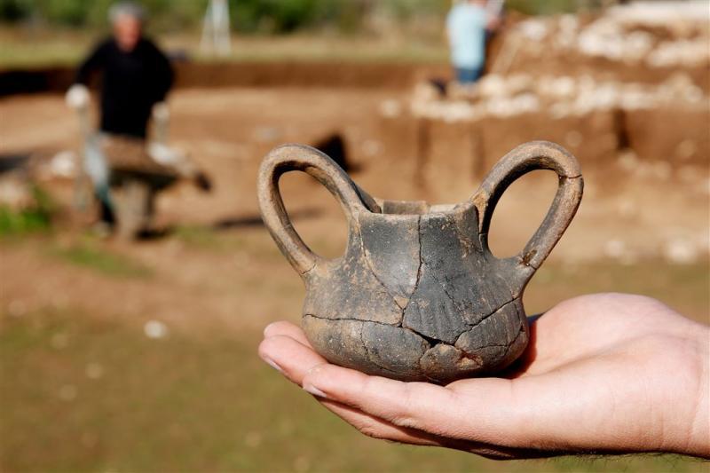 Begraafplaats uit IJzertijd opgegraven