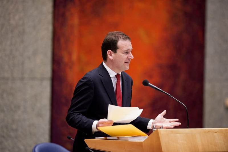 Minister: pesten op werk verder terugdringen