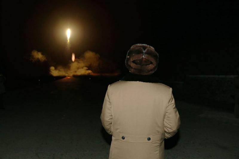 N-Korea lanceert twee raketten
