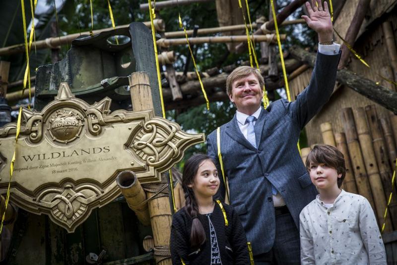 Koning opent Wildlands Adventure Emmen