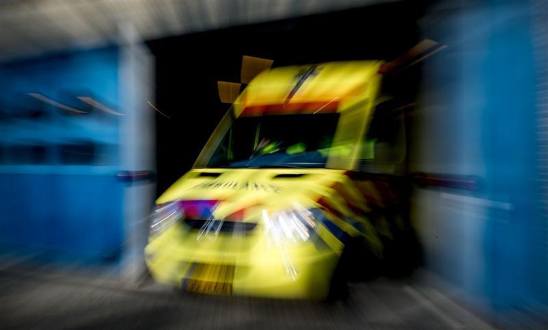 Jongen gewond na val door schooldak