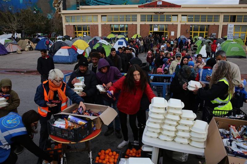Piraeus stroomt vol met vluchtelingen