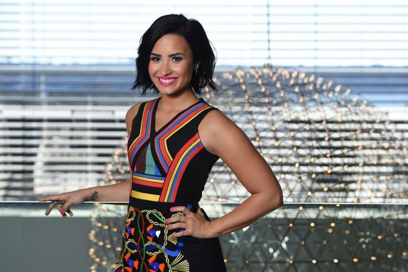 Demi Lovato: whiplash na val met surfen