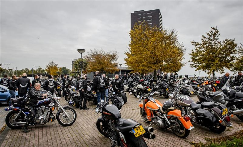 Minister belooft aanpak motorbendes