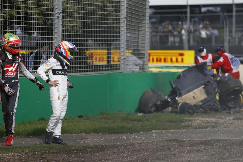 Fernando Alonso mag na zijn crash in Australië weer racen (Pro Shots/Zuma Sports Wire)