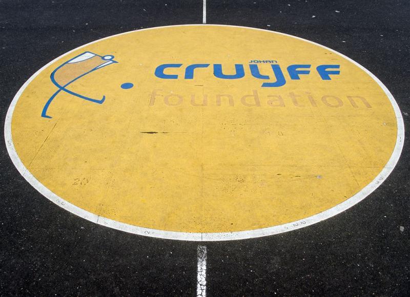 Eerste Cruyff Court geopend na dood Cruijff